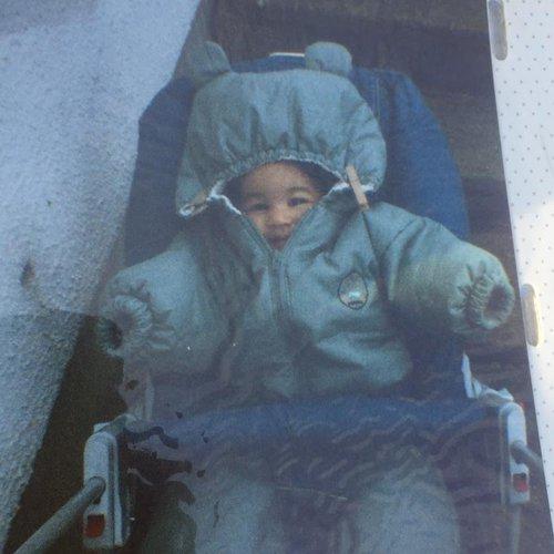 Valériane bébé dans un manteau ourson