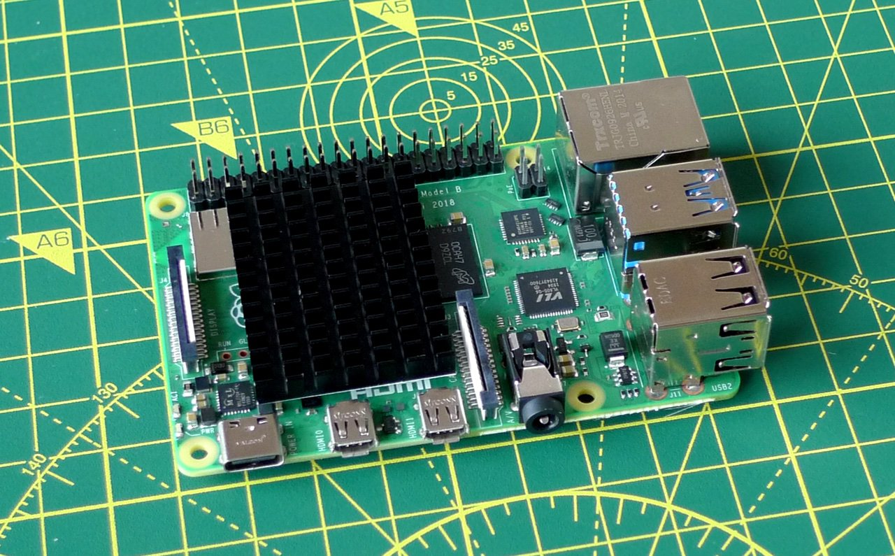 The Raspberry Pi with GPIO extender and optional heatsink