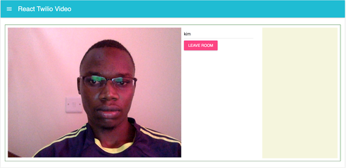 Tela do navegador com o exemplo em execução agora com controle de sala e vídeo da câmera aberta.